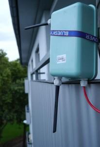 So einfach lässt dich der Router an Ort & Stelle befestigen. Jetzt muss er seine outdoor-Tauglichkeit unter Beweis stellen.