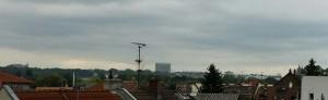Blick nach Mainz mit markanten Gebäuden in Sicht: Uni, St. Stephan, ganz rechts: der Dom